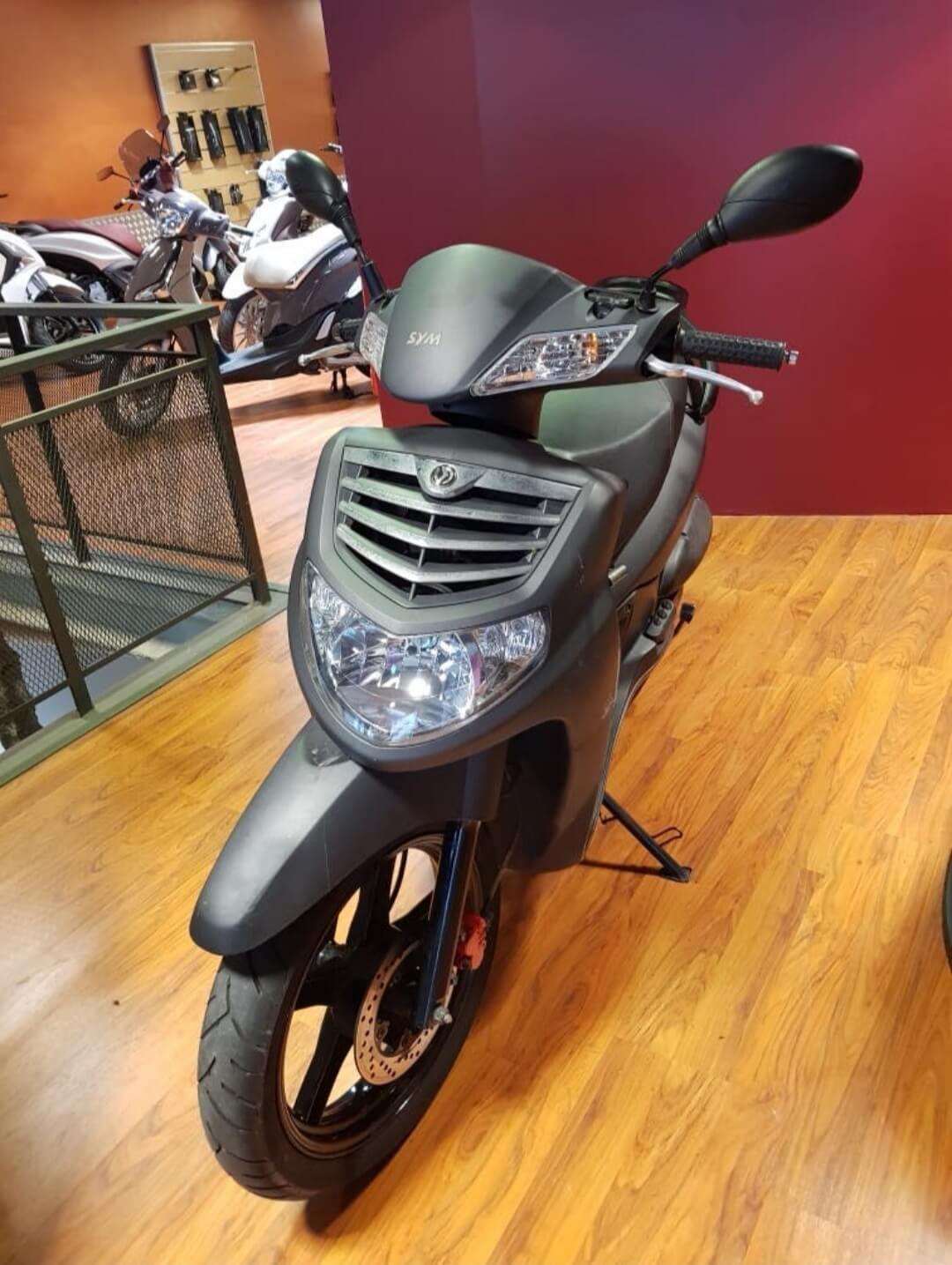 comprar-motos-ocasion-sym-hd-200-evo-motissimo-barcelona